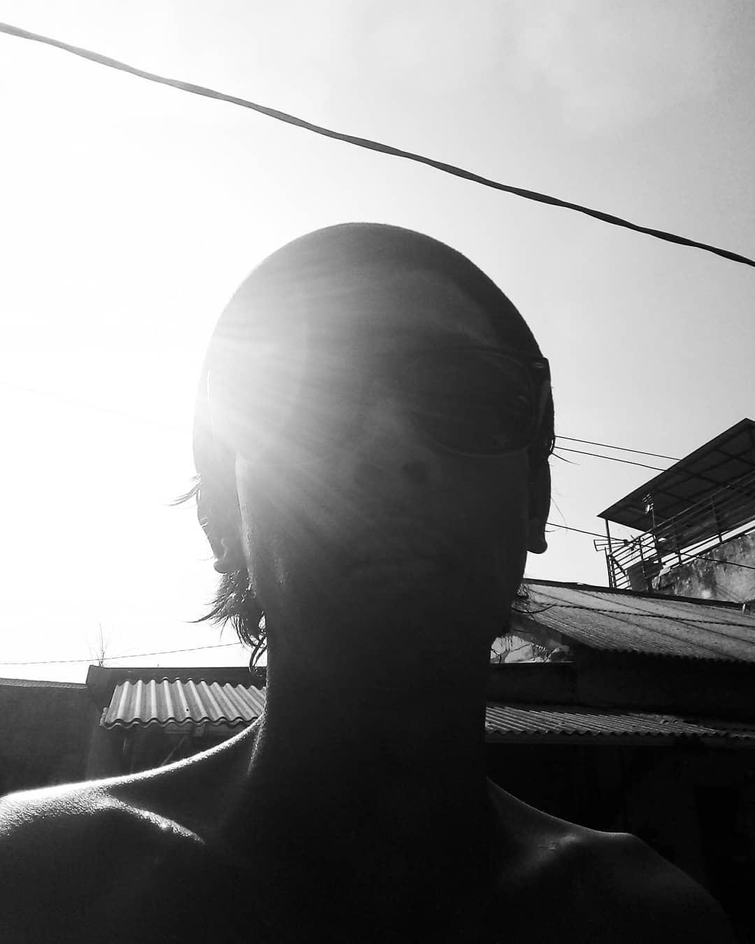 Berjemur di Bawah Sinar Matahari